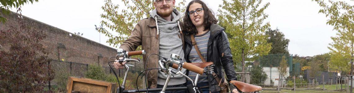 Joyce en jan met de fiets